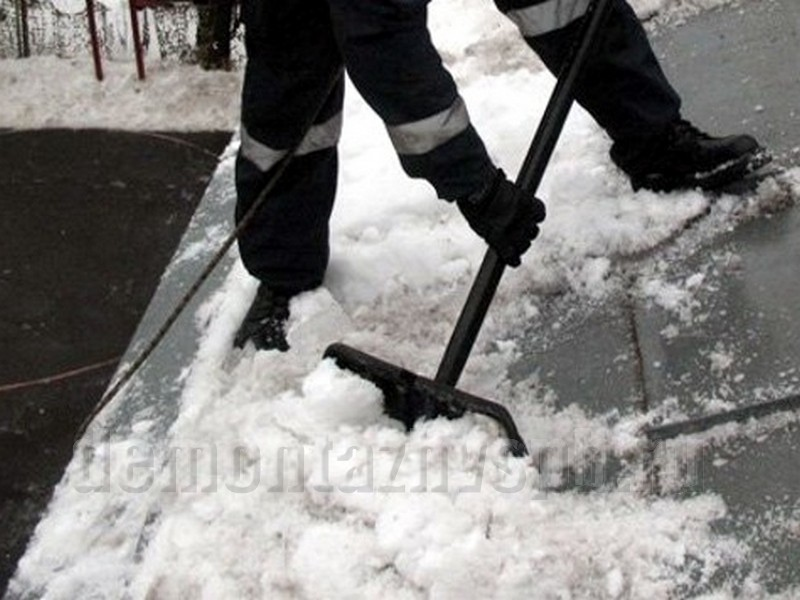 Очистка снега с крыши цена